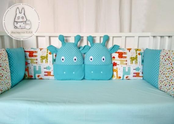 Бортики в кроватку с Жирафиками