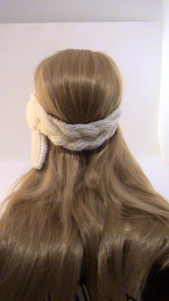 Повязка на голову белая вязаная