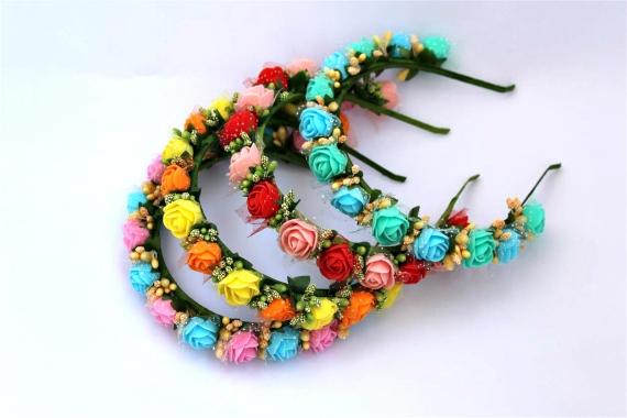 Ободок с цветами.