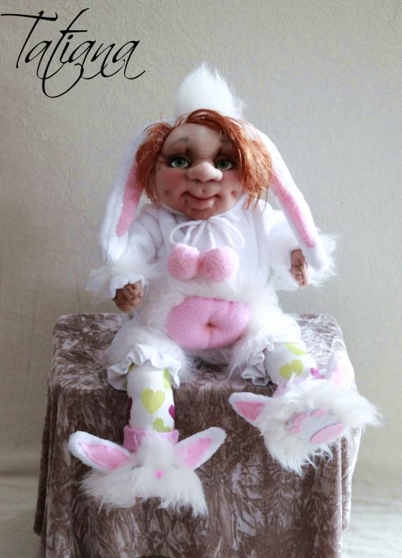 Малышка в костюмчике зайчика