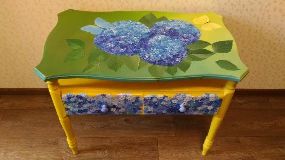 Столик с ручной росписью