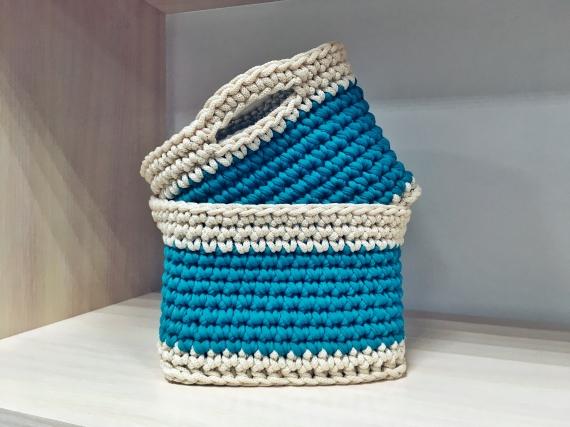Бирюзовые корзины из трикотажной пряжи