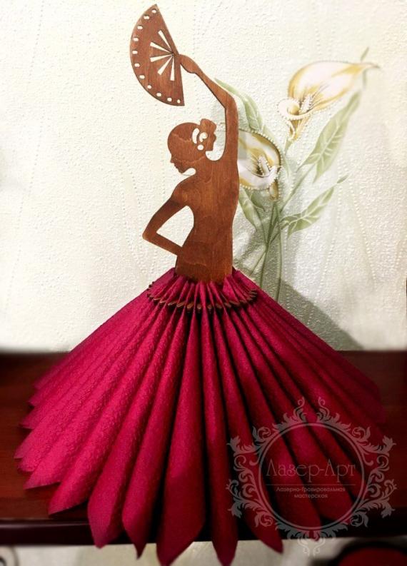 Салфетница-кукла из дерева