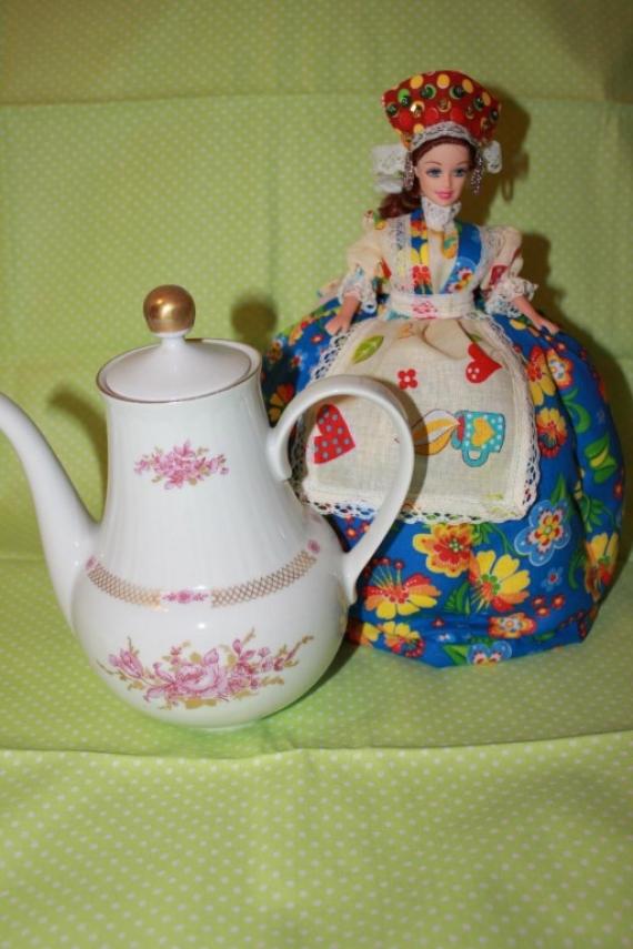 Кукла-грелка на чайник