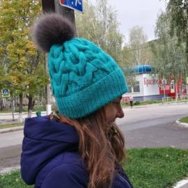 Вязания шапка с косами