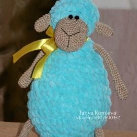 Вязаная овечка. Ручная овечка. Плюшевая игрушка овечка