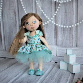 Текстильная куколка  в мятных тонах