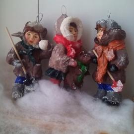 Зимние забавы - ватная елочная игрушка