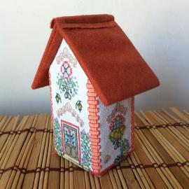 Объемная вышивка домик с ракушками
