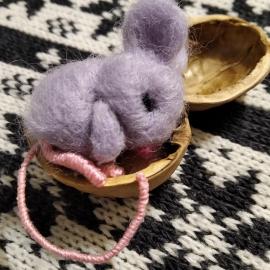 Мышонок - брошка