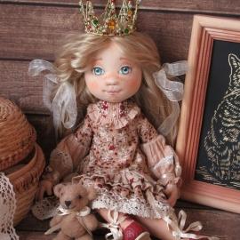 Текстильная кукла Коронованная Особа