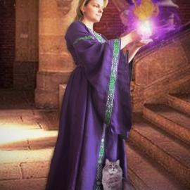 Средневековое льняное платье Пурпурная Лилия; Фэнтези; Вышитое