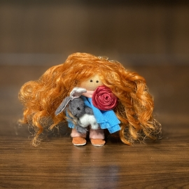 Маленькая текстильная куколка (брелок)