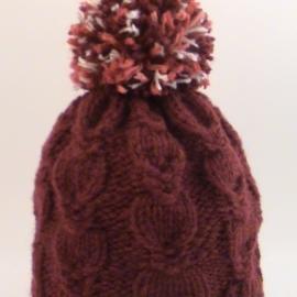 Шапочка бордовая вязаная из полушерсти крупная вязка