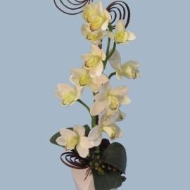 Композиция с белой орхидеей