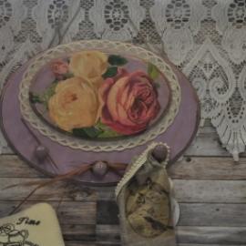 "Панно-вешалка ""Розы на сиреневом"""