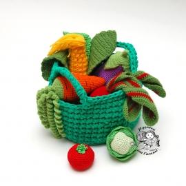 Вязаные овощи в корзинке