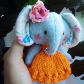 Слониха Розочка