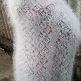 Пуховый платок ажурный белый