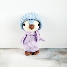 Пингвин в шапочке и шарфике — вязаная мягкая игрушка