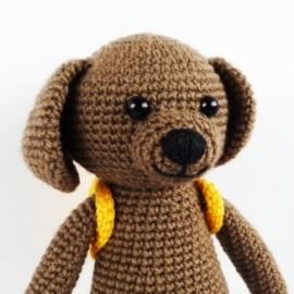 Вязаная игрушка из хлопка Собачка в шарфе и с рюкзаком