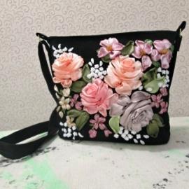 """Нарядная маленькая сумочка, вышитая лентами """"Розы"""""""