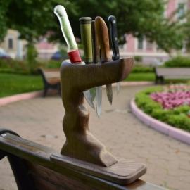 Подставки из цельного дуба для ножей.