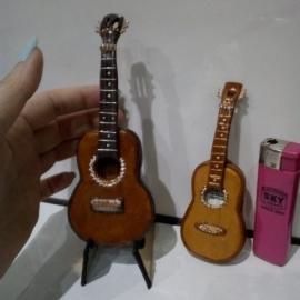 Гитара миниатюра