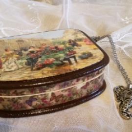 Шкатулка для украшений из папье-маше