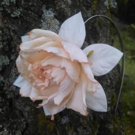 роза из фоамирана на ободке